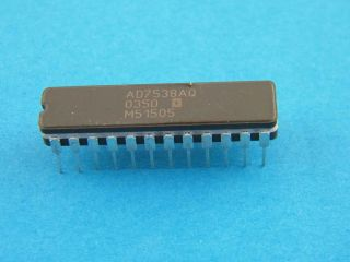 AD7538AQ ANALOG DEVICES DIL24  14 BIT DAC