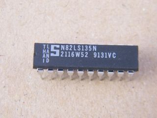N82LS135N SIGNETRICS  256X8 PREOM DIL20