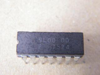 F9L00DD   9L00 QUAD 2 INPUT NAND FAIRCHILD CERAMIC DIP14